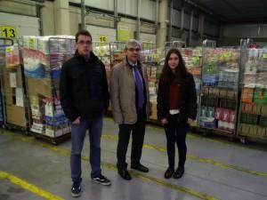 Dos alumnos del Colegio El PIlar con Daniel Posadas, Delegado de Castilla y León del grupo Gadisa