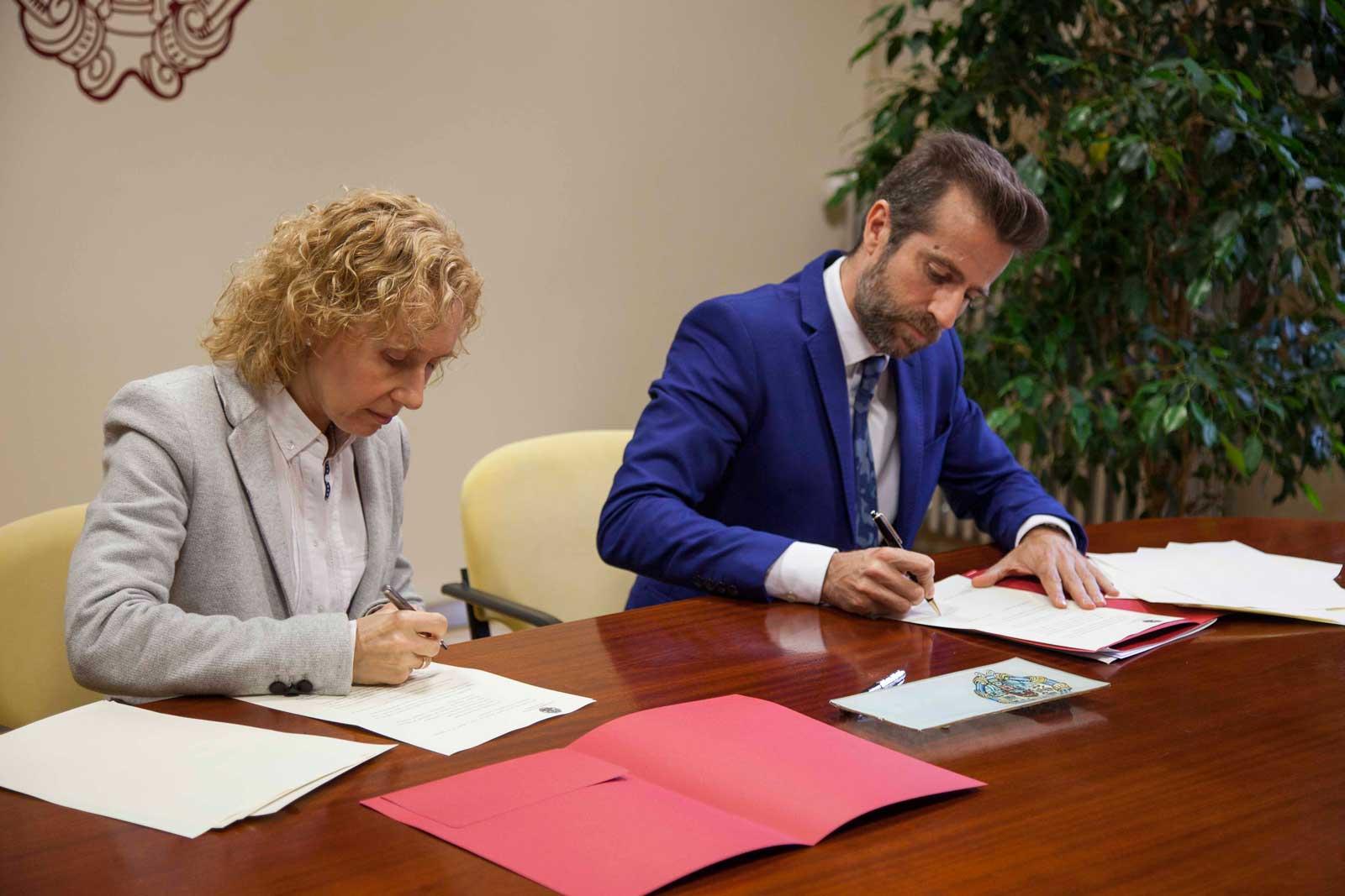 Firma del convenio entre la UPSA y Escuelas Católicas Castilla y León.