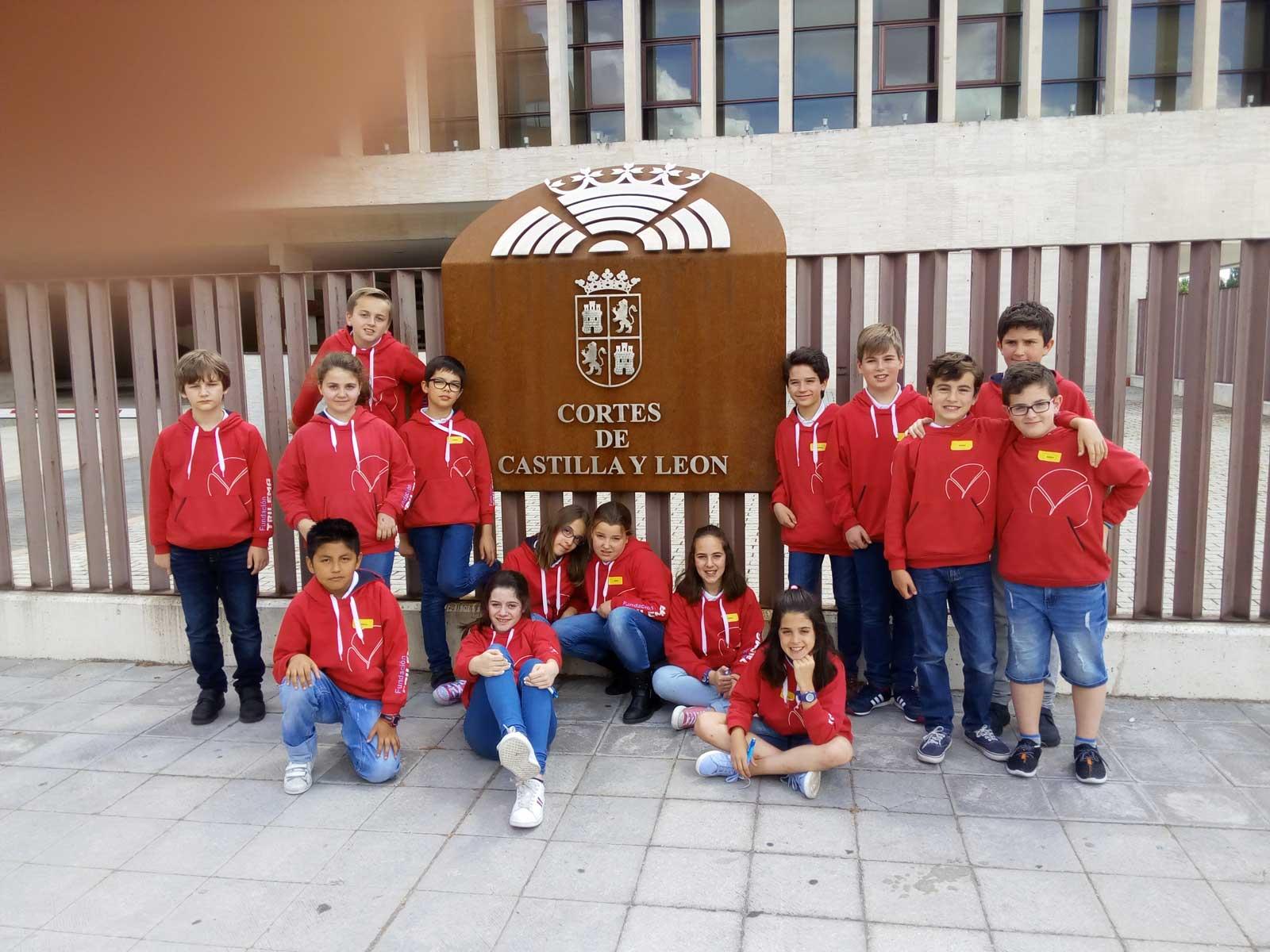 Los-estudiantes-a-la-llegada-a-las-Cortes