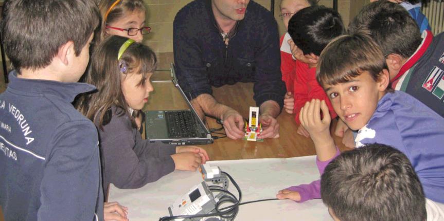 El Instituto Politécnico Cristo Rey, primer centro en incorporar en el programa de ESO la asignatura de libre configuración  'Programación, robótica y 3D'