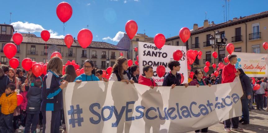 Palencia celebra el Día de Escuelas Católicas Castilla y León con mucho color y música