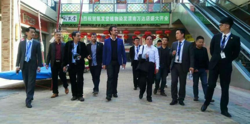 El Colegio San Gabriel visita el centro comercial Wanda Plaza en China