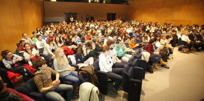 Alumnos del Colegio Marista Liceo Castilla (Burgos) debaten sobre drogas en la Casa del Cordón