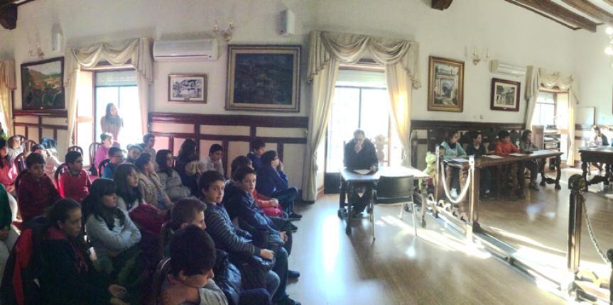 Los alumnos del Colegio Divina Pastora (Arenas de San Pedro), protagonistas de un pleno extraordinario en el Ayuntamiento