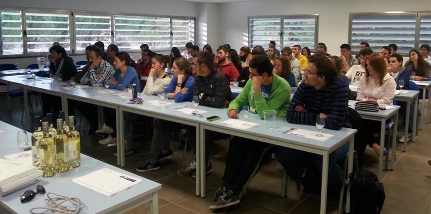 San Gabriel inicia el curso con más alumnos, más idiomas y nuevas rutas escolares hasta Fuentespina y Costaján