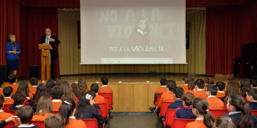 El consejero de Educación Fernando Rey en el Colegio Divina Pastora (León)