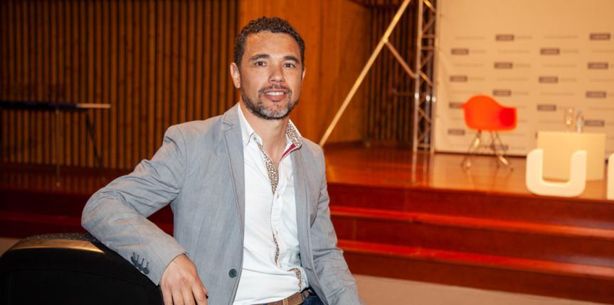 """Héctor Asenjo: """"Tenemos que afrontar una renovación continua en nuestra labor docente"""""""