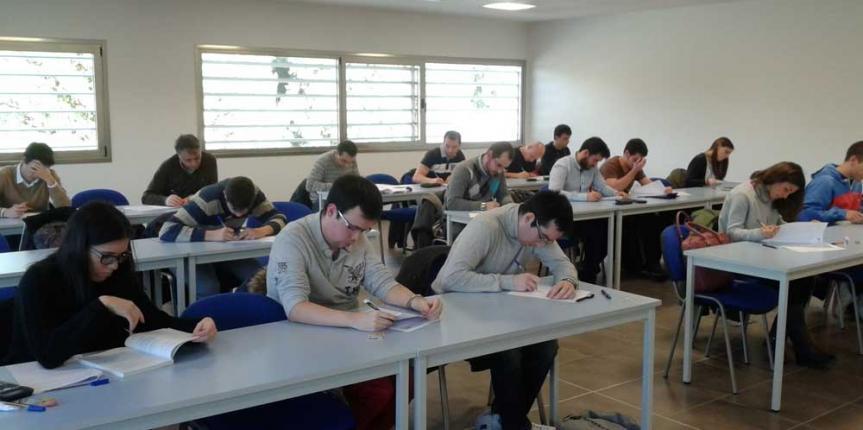 El Colegio San Gabriel (Aranda de Duero), punto de encuentro y examen para universitarios