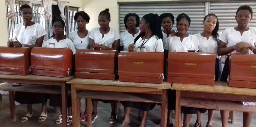 El proyecto del Colegio La Asunción (León) y Asprona consigue máquinas de coser para una escuela en Costa de Marfil