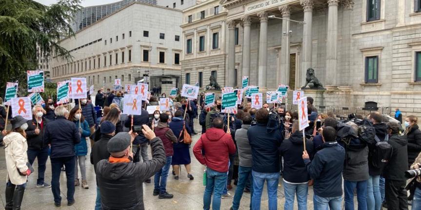 La concertada expresa a las puertas del Congreso su rechazo a la Ley Celaá