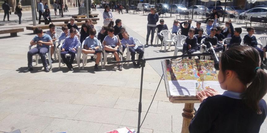 Lectura continuada de El Quijote por alumnos del Colegio Paula Montal (Astorga)
